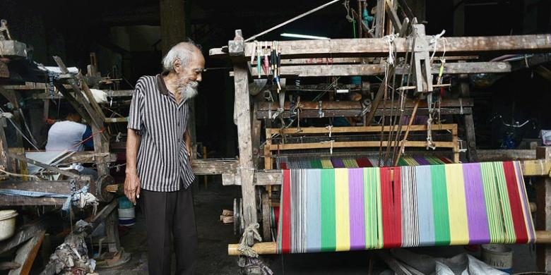 04. RADEN RACHMAT - KLATEN OLDEST LURIK MAKER